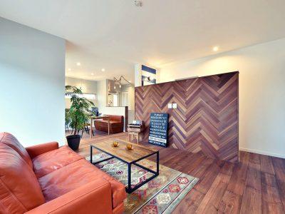 カリフォルニアスタイルの住居と店舗併用住宅